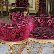 Triposto in stile in velluto damascato