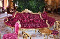 Divano centro stanza in damasco rosa